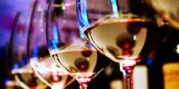 Borrelen en knapper worden, wijn maakt aantrekkelijk